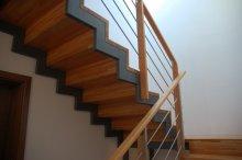 Dřevěné schodiště druhé rameno