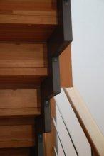 Dřevěné schodiště detail nosník