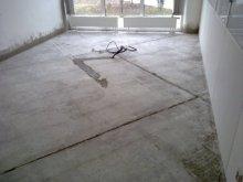 Rekonstrukce podlahy, beton z dilatovaných bloků
